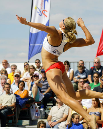 Breath-taking Form: A femme stud showcases the quintessence of attack at the Beach Volleyball Classic Weymouth Dorset in England. (Photo from www.livethenews.com)