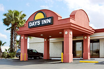 A non-descript ad photo, now associated with unspeakable tragedy. The Day's Inn at 901 Navigation Blvd., Corpus Christi, TX.  This gauche image now has something in common with the most haunting place in down-town Dallas. (See semi-panoramic of Dealey Plaza below)