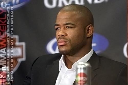 Rashad Evans Wins UFC 114